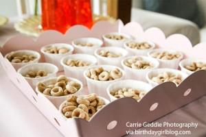buffet di compleanno con cereali per bambini