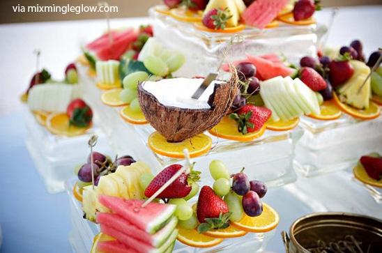 Buffet di compleanno estivo a base di frutta