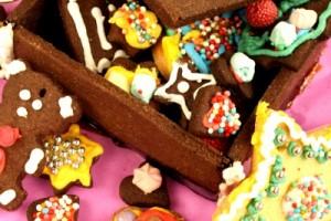 torta compleanno con biscotti