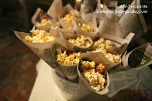 Come servire i popcorn a una festa