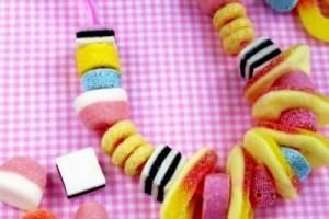Favor compleanno: la collana di caramelle