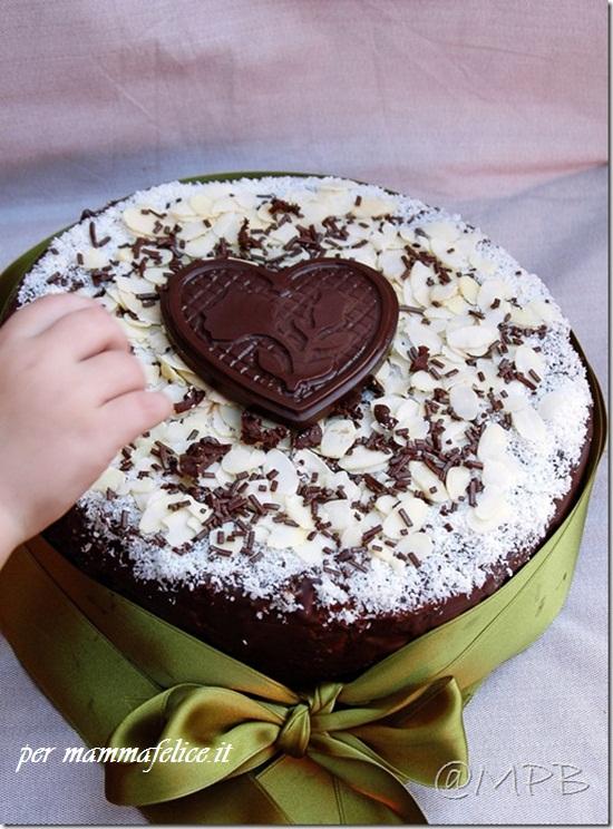 Torta di compleanno cioccolato e cocco feste e compleanni for Torte di compleanno al cioccolato decorazioni