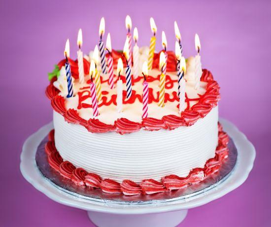 torta di compleanno alla panna fatta in casa