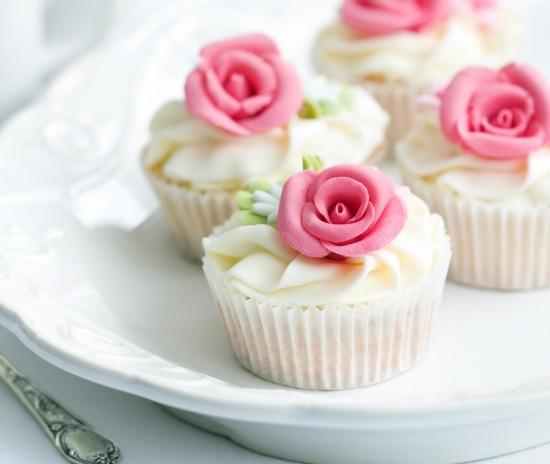vintage-tea-party-cupcakes