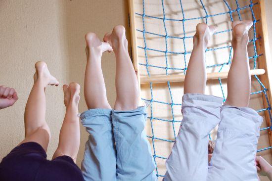 bambini-scalmanati-che-giocano
