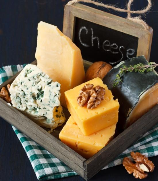 buffet-freddo-salato-compleanno-stuzzichini-tagliere-formaggi.