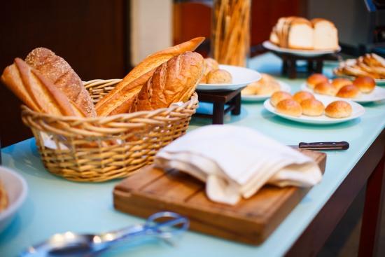 buffet-salato-pane-focaccia-grissini-festa-in-casa-veloce
