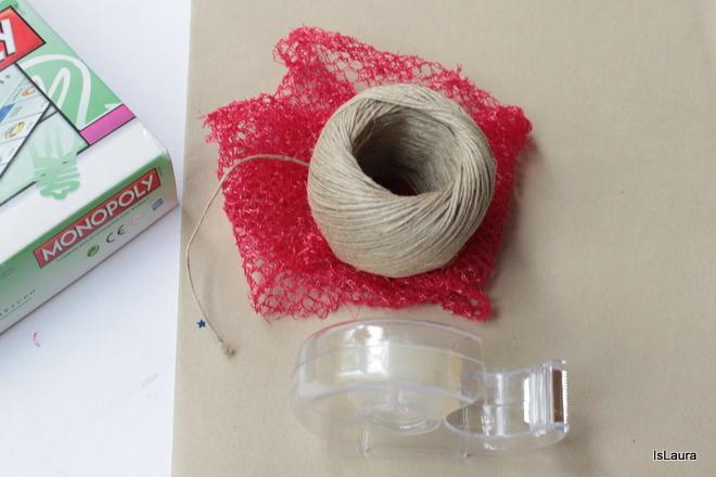 Occorrente-confezione-regalo-fai-da-te-con-materiali-di-riciclo