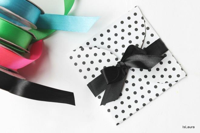 pacco-regalo-con-4-cerchi-di-cartoncino-compleanni