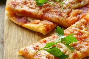 Pizza veloce di pasta sfoglia per compleanni