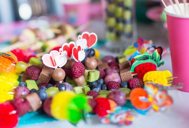 spiedini-frutta-cioccolata-compleanni-bambini