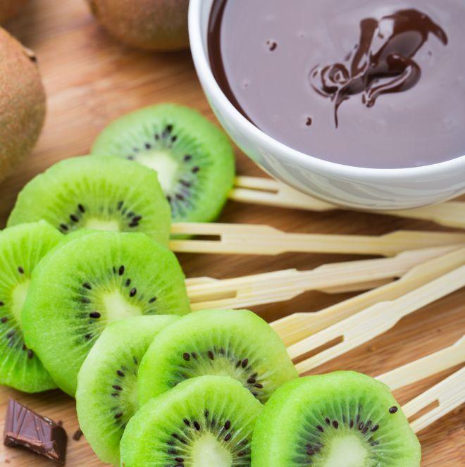 stuzzichini-compleanno-bambini-senza-cottura-frutta-cioccolato