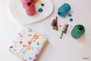 Come decorare la carta dei pacchetti regalo