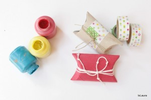 Confezionare un regalo con un tubo di cartone