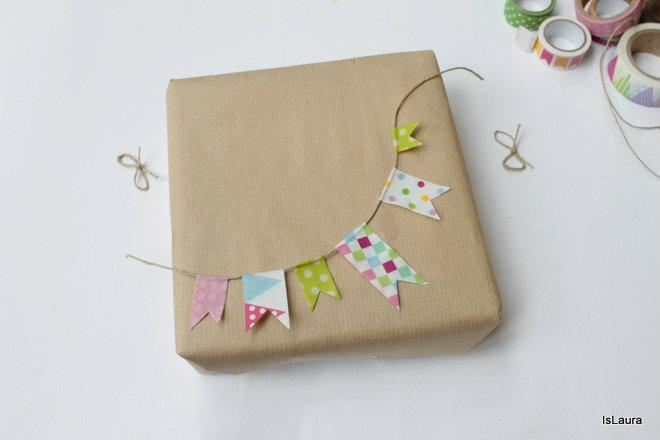 ghirlanada-su-pacco-regalo-con-washi-tape