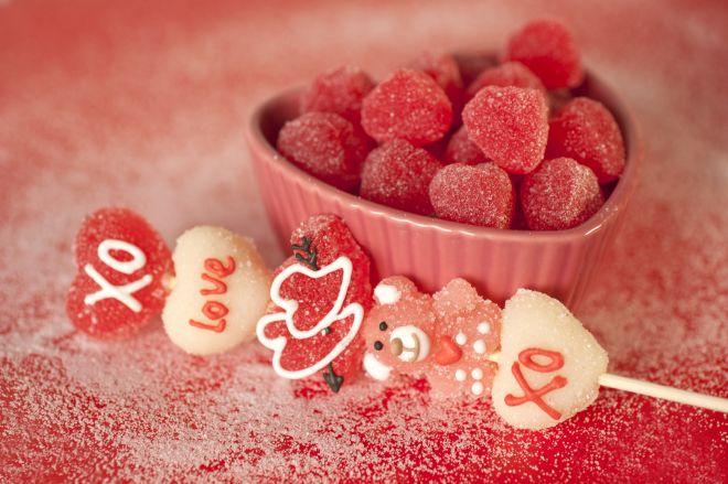 spiedini-dolci-di-compleanno-con-le-caramelle