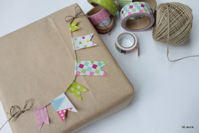 realizzare-una-piccola-ghirlanda-con-washi-tape-per-pacco-regalo