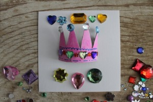 Riciclare i rotoli di carta igienica per creare biglietti di compleanno