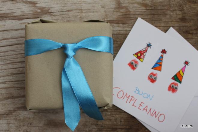 come-confezionare-un-pacco-regalo-con-fiocco-a-cravatta