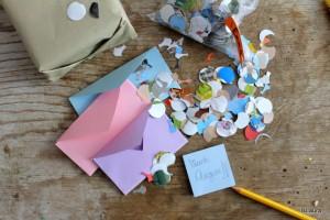 Come creare buste di cartoncino colorato