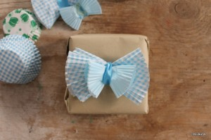 Come utilizzare i pirottini per confezionare un pacco regalo