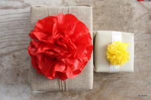 Decorazioni a forma di fiore con la carta velina