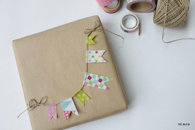 ghirlanada-su-pacco-regalo-con-washi-tape-