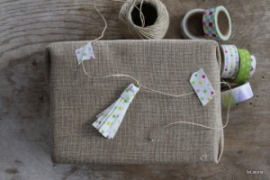 Come decorare un pacco regalo con il washi tape