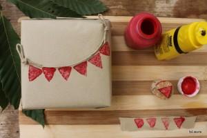 Come decorare un pacco regalo con timbri fai da te