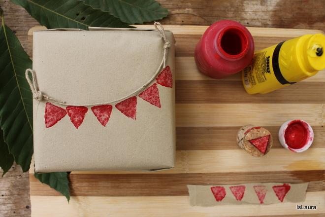 pacco-regalo-con-bandierine-stampo-tappi-