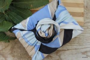 regalo-con-foulard-e-chiusura-a-furoshiki