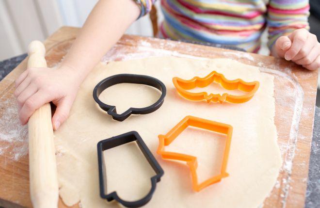 come-fare-biscotti-di-halloween-decorati-per-bambini