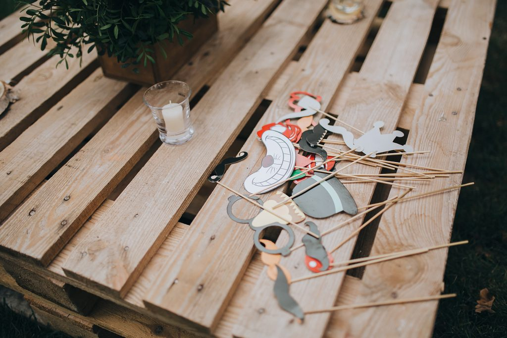 Tavolo con pallet o cassette di legno: l'ideale per i tuoi buffet