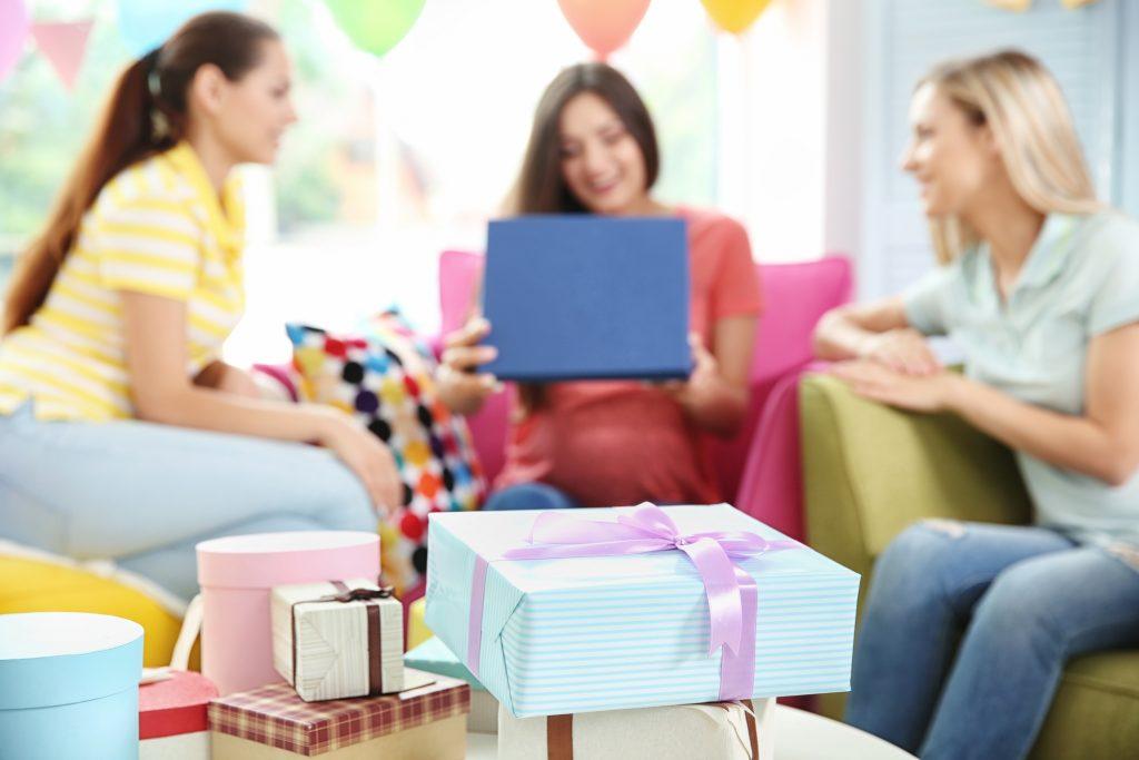 Cosa regalare a una neo mamma: tante idee per tutte le tasche